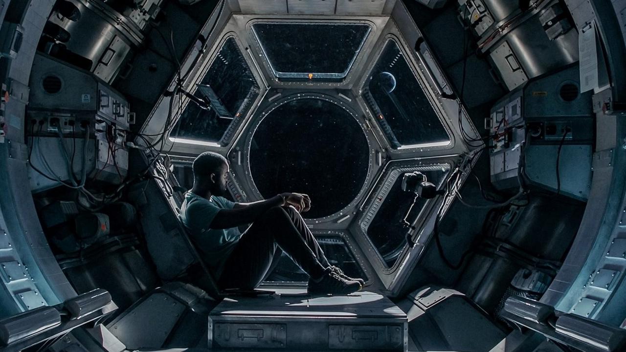 thriller de ficção científica STOWAWAY chega à Netflix em abril de 2021 Shamier Anderson